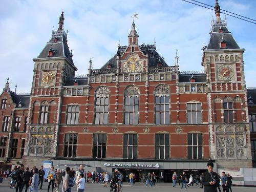A train hotel in amsterdam for Train hotel amsterdam