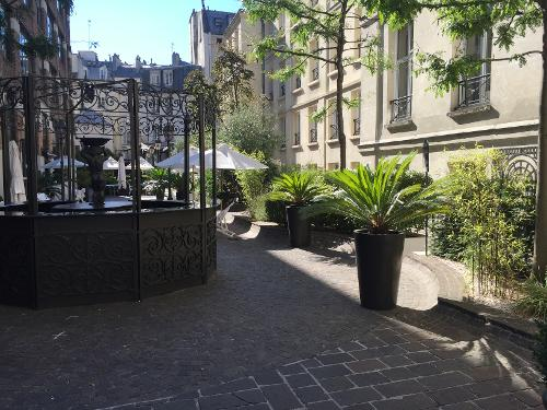 Book les jardins du marais paris france for Jardins hotel paris