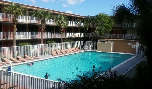 Book Red Carpet Inn Airport Cruiseport Fort Lauderdale