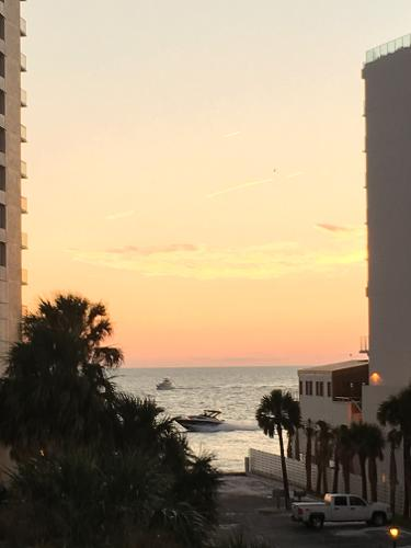 Book Pelican Pointe Hotel, Clearwater Beach From $165