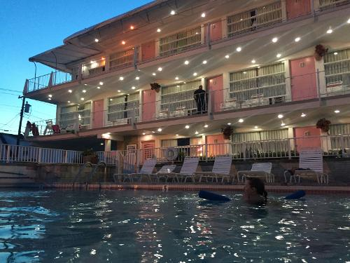 Pink champagne motel wildwood r servation avec for Reservation motel