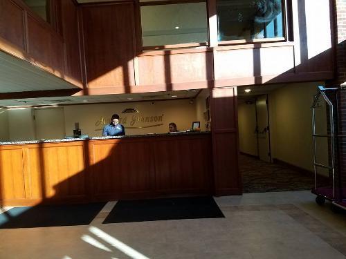 book howard johnson hotel south portland south portland. Black Bedroom Furniture Sets. Home Design Ideas